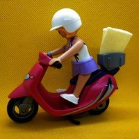 Playmobil Chica con Scooter