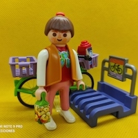 Playmobil Chica con parking de bicis REF 3203