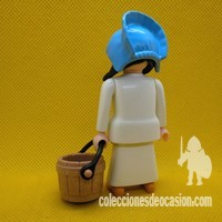 Playmobil Mujer medieval con cubo, aldeana